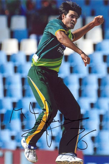 Mohammad Irfan, Pakistan, signed 12x8 inch photo.